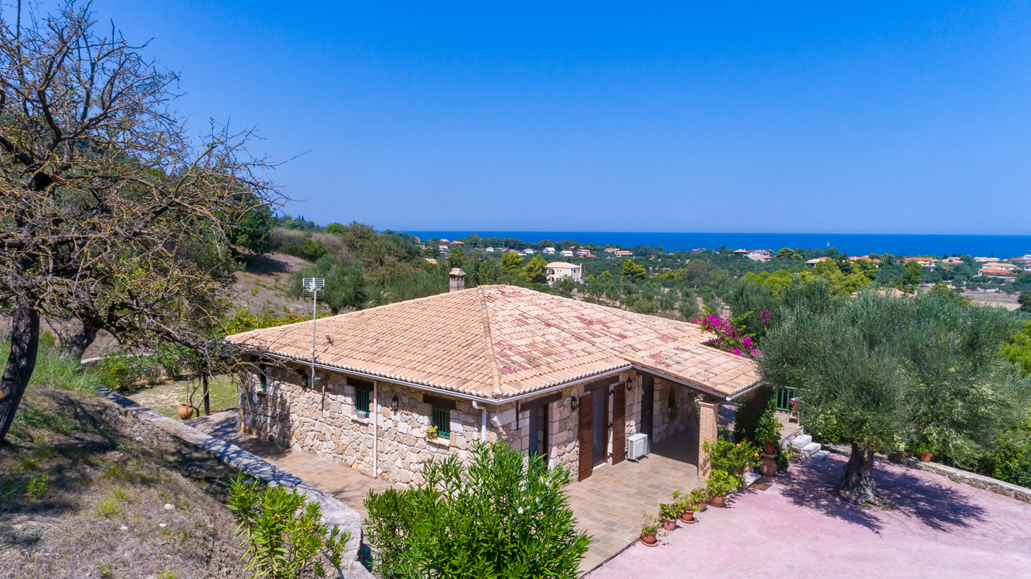 Villa Collina, traditional house in Vassilikos, close to Ionion beach, Zakynthos (Zante) island